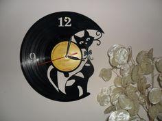 Kandúr Bandi - Bakelit lemez fali óra, norammmm, meska.hu Cat Crafts, Plastic Bottles, Cat Art, Some Fun, Reuse, Vinyl Records, Clock, Texture, Toys