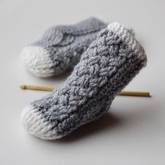 I'm swooning over these itty bitty #crocheted baby socks!! They have me dreaming of the days when my littles were this little (crochet pattern: 'Parker Cable Crochet Socks' available on Etsy, Ravelry,