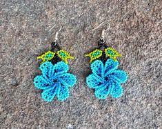 Handmade Native Huichol Beaded Jewelry by MiCasitaDeChaquira Seed Bead Jewelry, Seed Bead Earrings, Diy Earrings, Seed Beads, Crochet Earrings, Beaded Flowers Patterns, Beaded Jewelry Patterns, Beading Patterns, Beaded Crafts