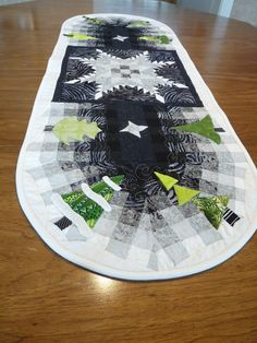 Sewing & Quilt Gallery: Table runner by Margaret