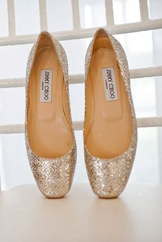 Metallic Jimmy Choo ballet flats >> I really need some sparkly shoes! i wud b able to afford jimmy choo! Jimmy Choo, Cute Shoes, Me Too Shoes, Pretty Shoes, Beautiful Shoes, Look Fashion, Fashion Shoes, Ballet Fashion, Nail Fashion