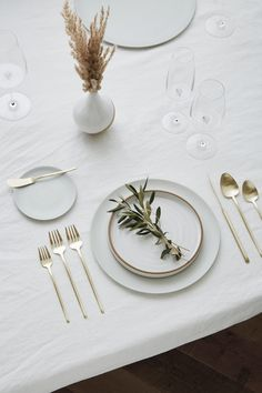 Looking for Minimal Flatware Rentals for a Wedding or Event in Los Angeles, CA? Discover Greystone Table & explore our collection of Chic Flatware Rentals Large Plates, White Plates, Silver Sage, Table Set Up, Deco Table, Ceramic Artists, Dinner Table, Wedding Table, Mise En Place