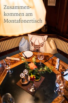 Zusammenkommen am Montafonertisch Coffee Maker, Table Decorations, Home Decor, Marquetry, Playing Card Games, Frying Pans, Coaster, Tables, Families