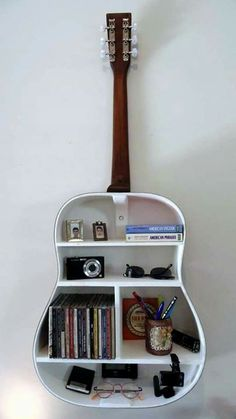 music musicphotography music music 🍾🙌 Turn bottles & jars into pieces of artwork! Love music and books? These creative floating bookshelves are for you. guitar shelf 8 More music room decoration ideas Running . Home Projects, Home Crafts, Diy Crafts, Guitar Shelf, Guitar Case, Guitar Storage, Guitar Wall Art, Guitar Drawing, Diy Room Decor