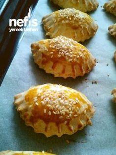 Butter Cheese Pie (ungesäuert) - leckere Rezepte, in 2020 Butter Cheese, Cheese Pies, Cheese Pastry, Tea Time Snacks, Falafels, Turkish Recipes, Ethnic Recipes, Turkish Breakfast, World Recipes