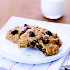 Healthy Makeover: Chocolate Chip-Oatmeal Cookies - low fat and cholesterol, high fiber, 80 calories per serving