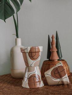 Painted Plant Pots, Painted Flower Pots, Terracotta Paint, Terracotta Pots, Pots D'argile, Ceramic Pots, Ceramic Decor, Décor Boho, Pottery Painting