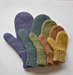 Ravelry: Snowball Throwin' Mittens pattern by Cindy Pilon Knitted Socks Free Pattern, Loom Knitting Patterns, Crochet Mittens, Knitted Gloves, Knitting Designs, Knitting Projects, Knitting Socks, Knitting Ideas, Baby Pom Pom Hat