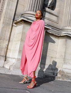 The 9 Key Street Style Trends for 2019 Womens Fashion For Work, Work Fashion, Curvy Fashion, Fashion Edgy, Fashion Fall, High Fashion, Fashion Black, Style Fashion, Business Casual Dress Code