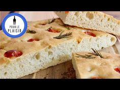 Leckeres Focaccia mit Tomate und Rosmarin. Dieses Focaccia Rezept ist perfekt für einen gemütlichen Grillabend.