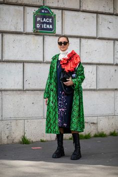 The Best Street Style Looks From Paris Fashion Week Fall 2020 Autumn Street Style, Street Style Looks, Cool Street Fashion, Paris Fashion, French Brands, People Sitting, Style Snaps, Kimono Top, Outfits