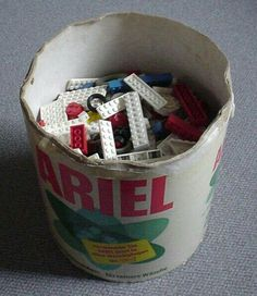 Oh ja ! Meine waren v… Oh yeah ! :-] The bucket of bliss! Mine were from Dash and Persil with lids. Full with LEGO … ingenious!