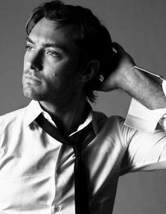 Jude Law Brigitte Lacombe´s Portraits What a beautiful man. Brigitte Lacombe, Jude Law, Pretty People, Beautiful People, Photo Star, Man Photo, Actrices Hollywood, Black And White Portraits, Actors