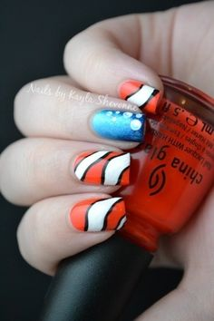 Hey guys! I found Nemo!... Well, a bit of Nemo... I think...? These nails are so cute and probably very easy to do !