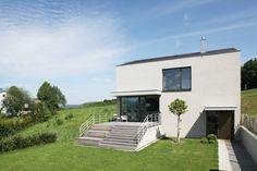 Das Einfamilienhaus, das wir euch heute vorstellen, ist modern und schlicht, und dabei Meilen davon entfernt, langweilig zu wirken.