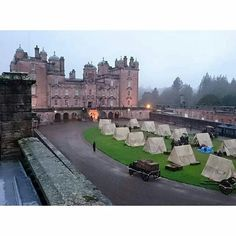 #Outlander filming Season 2 at Drumlanrig Castle today. [Photo via Scott McMillan over Scotland from the Roadside Facebook]