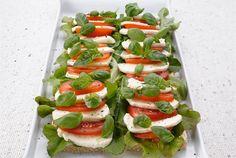 Tomaatti-mozzarellatorttu on hauska ja herkullinen tarjottava illanistujaisissa tai tupareissa. http://www.valio.fi/reseptit/tomaatti-mozzarellatorttu/