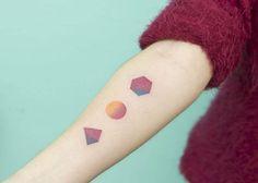 Tatuaje hecho a mano, sin máquina, punto a punto!