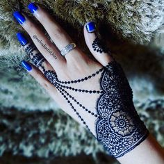 Did you pick it because it was beautiful or because it holds a deep meaning for you? Henna Designs Easy, Beautiful Henna Designs, Arabic Mehndi Designs, Latest Mehndi Designs, Bridal Mehndi Designs, Henna Tattoo Designs, Bridal Henna, Arte Mehndi, Mehndi Art