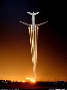 Night flight - Airbus A319-111 aircraft picture