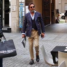 #style #fashion #wear #menfashion #outfit #menstyle #bespoke #menswear #ootd #suit #suitandtie #gentlemen #sprezzatura #gq #pittiuomo #pitti #istanbul #dapper #tailored #sartorial #inspirationsluxury #inspirationsstyle #men #mens #pitti91 #italy #istanbul #detail #details