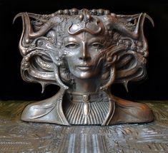 art from Giger - here as a sculpure in bronze. Hr Giger, Giger Alien, Giger Art, Elfen Fantasy, Fantasy Art, Chur, Art Deco, Art Nouveau, Alien Art