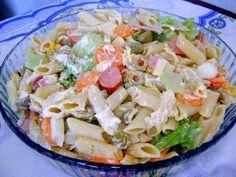 A Salada de Macarrão Colorida é econômica, deliciosa e fácil de fazer. Faça essa salada de macarrão refrescante para a sua família e receba muitos elogios!