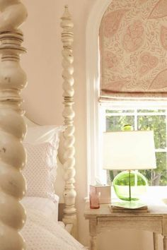 pink and green. Love the green glass lamp in this pink room