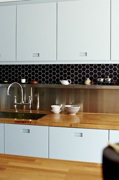 Love that shelf - so handy and the stainless steel splash back below