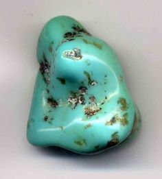 Information about various treatments of turquoise to enhance luster, color and hardness. Methods examined include turquoise stabilization, reconstituting turquoise from pulverized stone, and color treatments. Turquoise doublets are also examined. Pierre Turquoise, Turquoise Color, Turquoise Gemstone, Turquoise Jewelry, Turquoise Birthstone, Turquoise Accents, Gemstone Colors, Minerals And Gemstones, Crystals Minerals