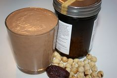 Choco-Hazelnut Smoothie: Ingredients: ¼ cup hazelnuts (soaked overnight in water – optional) 1 cup water ½ cup of ice fresh dates 2 teaspoon raw cacao powder 1 teaspoon coconut oil Pinch of cinnamon Juice Smoothie, Smoothie Drinks, Healthy Smoothies, Healthy Drinks, Smoothie Recipes, Shake Recipes, Delicious Vegan Recipes, Raw Food Recipes, Yummy Food