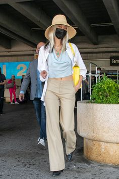 10 Airport Outfits Inspired By Angelina Jolie, Helen Mirren, and More Celebs | Vogue Gingham Skirt, Embellished Shoes, All White Outfit, Inspirational Celebrities, Looks Chic, Knit Skirt, Wide Leg Jeans, Celebrity Style, Airport Outfits