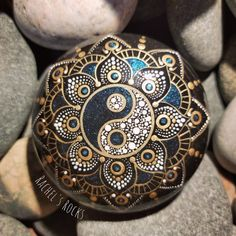 Rock Painting Patterns, My Rock, Dot Painting, Painted Rocks, Winter, Class Ring, Mandala, Dots, Butterfly