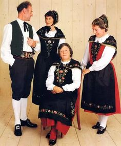 Traditional Italian Clothing Related pictures images for italian, traditional italian dress Folk Clothing, Italian Clothing, Italian Outfits, High Art, Folk Costume, Pictures Images, World Cultures, People Around The World, Traditional Outfits