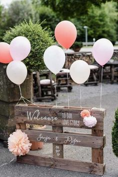 wedding balloon decorations rustic welcome sign on wooden pallette with pink and white balloons rebecca conte fotografie Wedding Scene, Wedding Guest Book, Wedding Table, Wedding Blog, Diy Wedding, Wedding Day, Trendy Wedding, Wedding Hacks, Arch Wedding