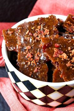 Easy Bourbon Bacon Brittle is a chewy and crunchy brittle recipe all at the same time! Sweet brittle and salty bacon make the perfect flavor combination! Bacon Brittle Recipe, Brittle Recipes, Fall Recipes, Holiday Recipes, Christmas Recipes, Just Desserts, Dessert Recipes, Chocolate Covered Raisins, Just Eat It