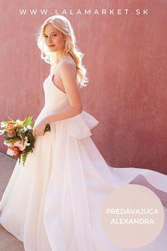 Cena: 700 € Silueta: A-Línia Veľkosť na štítku: 36 (EU) Značka/dizajnér: @jennyyoo Stav: Nové (nikdy nepoužité) #svadobnesaty #svadba #nevesta #weddingdress #wedding #bride #weddingoutfit #slowfashion