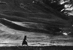 A mulandóság megörökítője / the recorder of transience - Péter Korniss Dance Photography, Vintage Photography, Fine Art Photo, Photo Art, Vogue Photo, Web Design, Migrant Worker, People Poses, A Moment In Time