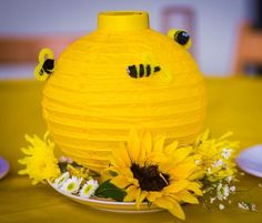 Beehive centerpiece with pipecleaner bees ! - First Birthday Party Decor Ideas Bee Gender Reveal, Baby Shower Gender Reveal, Baby Shower Themes, Baby Shower Decorations, Bee Decorations, Bumble Bee Birthday, Baby Birthday, 1st Birthday Parties, Mommy To Bee
