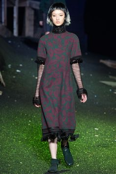 See all the Collection photos from Marc Jacobs Spring/Summer 2014 Ready-To-Wear now on British Vogue Fashion Shoot, Fashion Week, Fashion Outfits, Runway Fashion, Marc Jacobs 2014, Fall College Outfits, Review Fashion, Ready To Wear, Spring 2014