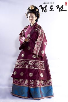 Il-Hwa Lee as Queen ShinDeok (July 12, 1356 - September 15, 1396) from the drama, Jeong Do-jeon (Hangul: 정도전)