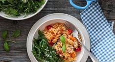 KJØLESKAPSGRØT MED YOGHURT OG BÆR | TRINES MATBLOGG One Pot Pasta, Frisk, Pasta Salad, Recipies, Food And Drink, Chili, Ethnic Recipes, Crab Pasta Salad, Recipes