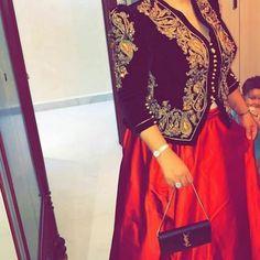 Je suis en amour avec cette tenue 😍😍😍😍😘 ________________________________________ #traditional #karakou #karakoualgerien #tenuetraditionnelle #traditions Traditional Wedding, Traditional Outfits, Traditional Fashion, Oriental Fashion, Embroidery Dress, Hijab Fashion, Fashion Dresses, Kaftan, Chic