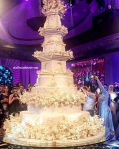 Huge Wedding Cakes, Extravagant Wedding Cakes, Fall Wedding Cakes, Elegant Wedding Cakes, Beautiful Wedding Cakes, Wedding Cake Designs, Wedding Desserts, Beautiful Cakes, Dream Wedding