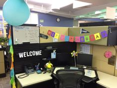 Desk Celebration Decorations That Are Way Too Fun For Work - First Day felt banner and giant balloon The Office, Office Decor, Coworker Birthday Gifts, Felt Banner, Good Pranks, Giant Balloons, Best Desk, Party In A Box, Celebration