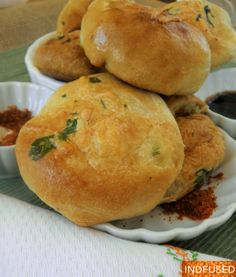 With summer approaching, outdoor picnics and get togethers call for Vada Paav- Try this non-fried, baked version with Pillsbury Grand Jr. Vada Pav Recipe, Chaat Recipe, Indian Snacks, Indian Food Recipes, Pillsbury Biscuit Recipes, Tikka Recipe, Friend Recipe, Stuffed Biscuits, Fusion Food