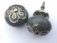 Grey knob, Lovley for the Kitchen. Grijze kastknoppen met exclusieve kroon