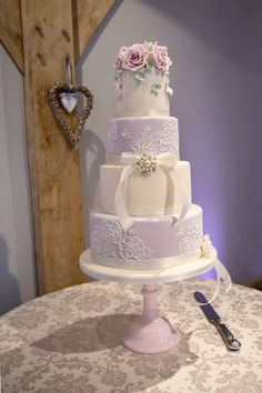 Lilac and ivory brush embroidery cake