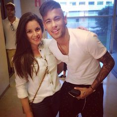 Neymar with fans at the hairdresser Neymar Jr, Love You Babe, My Love, World Cup 2014, Best Player, Shakira, Fc Barcelona, Football Players, Hairdresser
