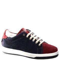 #Sneaker allacciata in camoscio blu e rosso